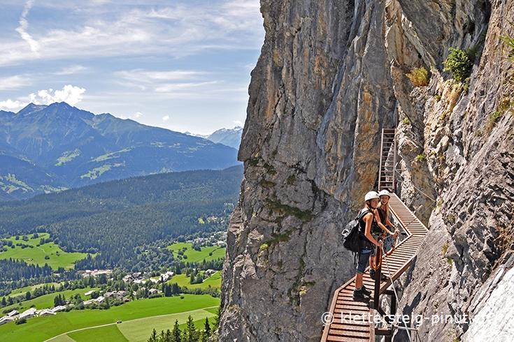 Klettersteig Flims : Klettersteig pinut: 1. felsstufe brücke